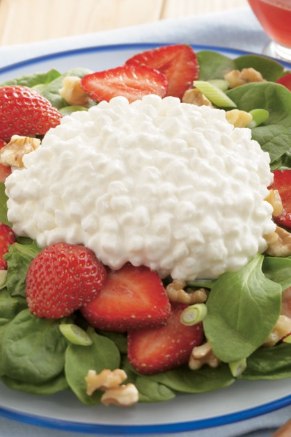 Strawberry spinach and cottage cheese salad