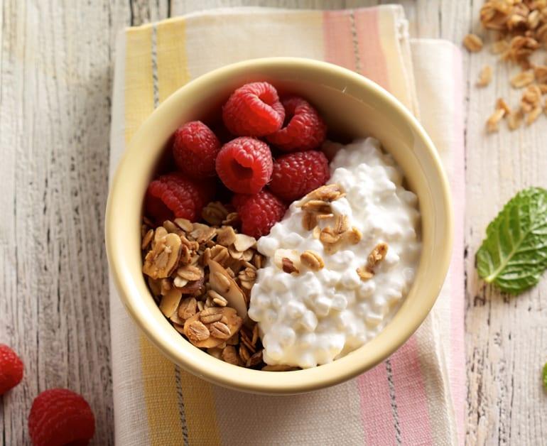 Raspberry granola breakfast bowl