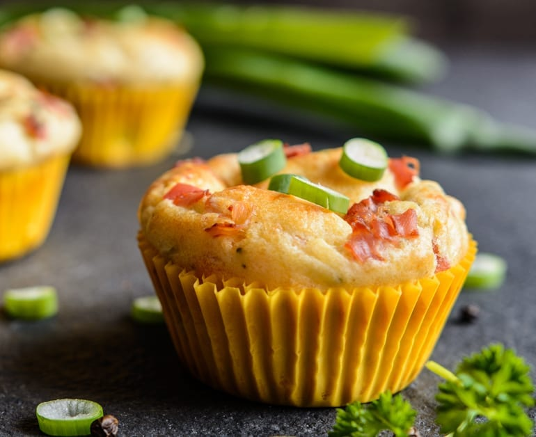 breakfast bacon and egg muffins